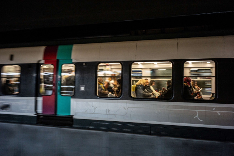 Un RER à Paris (illustration)