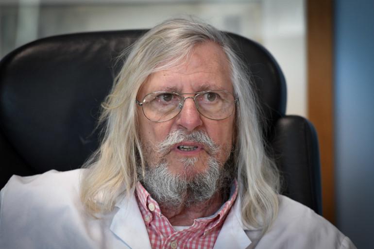 Le professeur Didier Raoult, dans son bureau à Marseille le 26 février 2020.