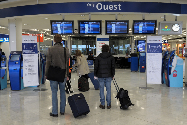 Des passagers à l'aéroport d'Orly, en octobre 2012 (Illustration).