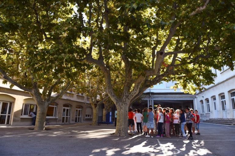 Une cour d'école (illustration)