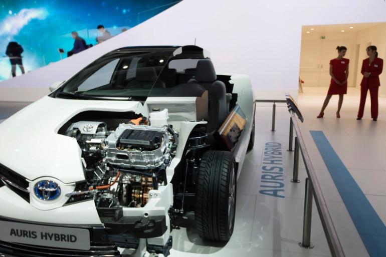 Une voiture Toyota hybride présentée au Salon de l'automobile de Paris en 2016