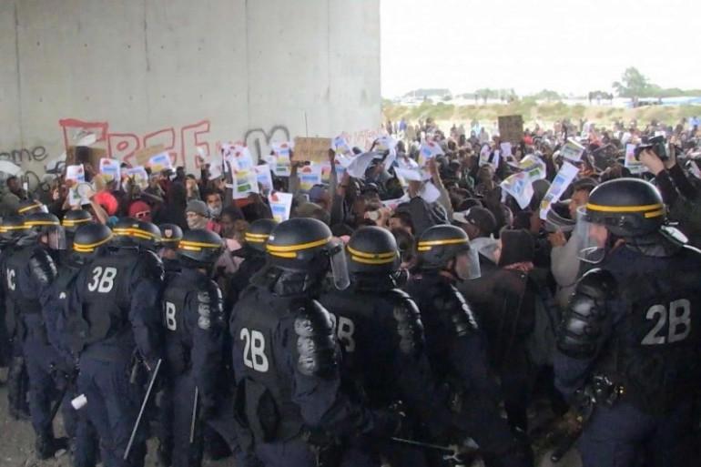 À Calais, des heurts ont éclaté entre CRS et migrants samedi 1e octobre.