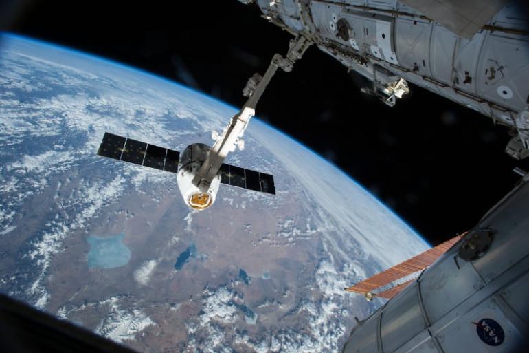 Un vaisseau arrimé à la Station spatiale internationale (illustration)