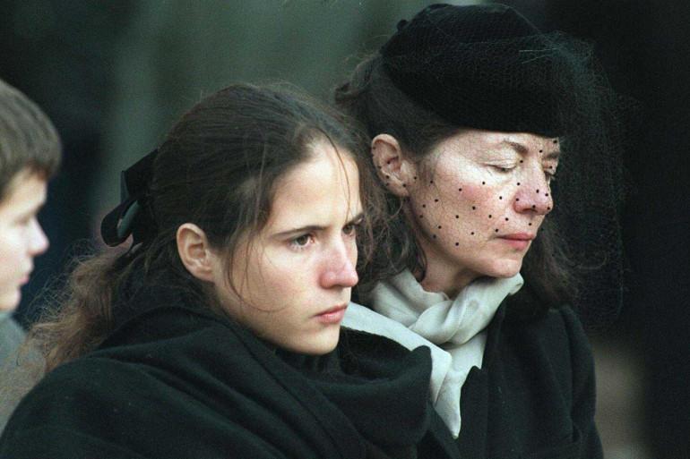 Anne Pingeot, au côté de sa fille Mazarine lors des funérailles de François Mitterrand en 1996