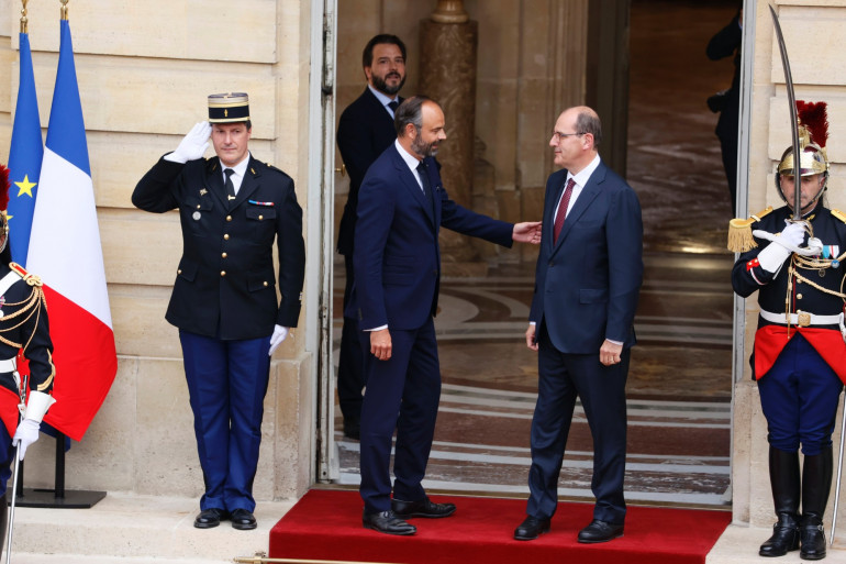 Édouard Philippe invite Jean Castex à rentrer dans l'hôtel de Matignon, le 3 juillet 2020