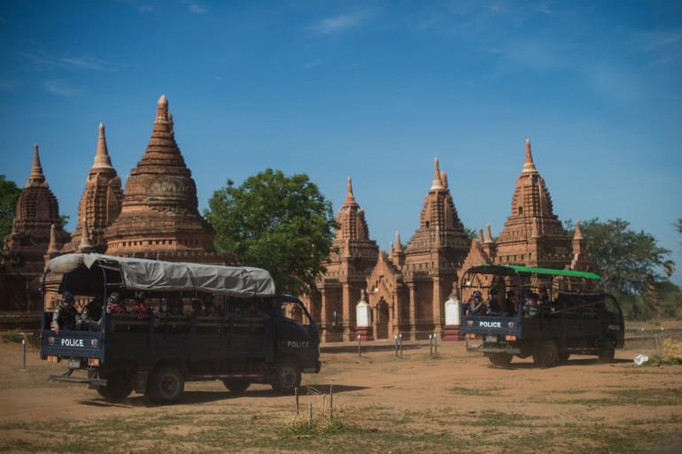 Des militaires patrouillent dans la cité archéologique de Bagan pour éloigner les pilleurs.