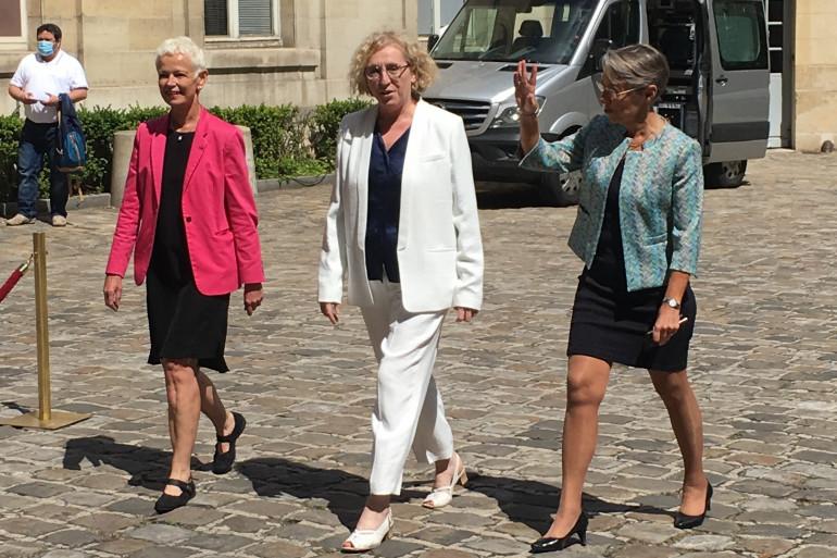 De gauche à droite : Brigitte Klinkert (ministre déléguée à l'Insertion), Muriel Pénicaud et Élisabeth Borne.