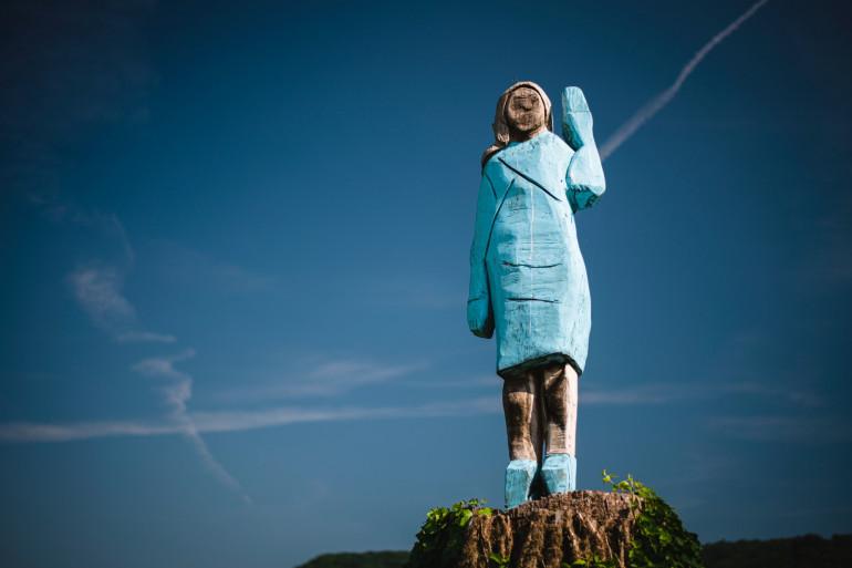 Une statue en l'honneur de Melania Trump a été érigée dans son village natal de Sevnica, en Slovénie.