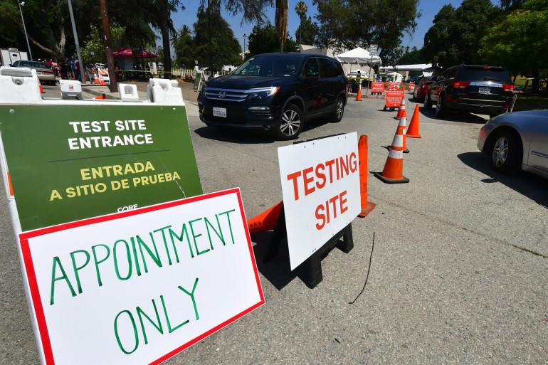 Des californiens attendent pour se faire tester.