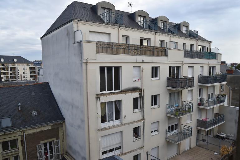 La façade de l'immeuble à Angers où un balcon s'est effondré, le 16 octobre 2016