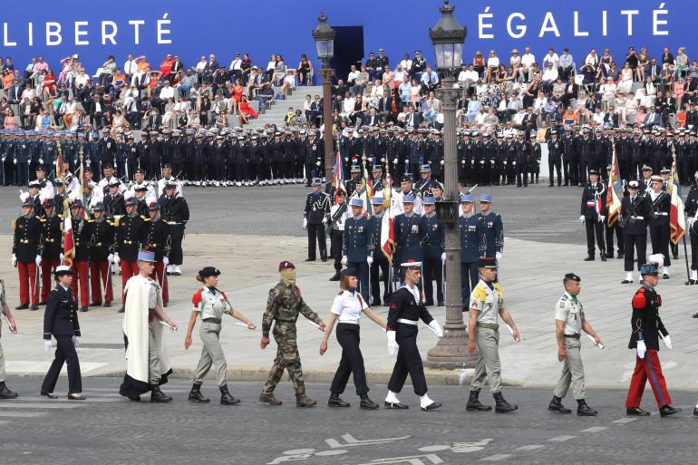 """Des soldats des unités """"Compagnons de la Libération"""" défilent le 14 juillet 2020, Place de la Concorde"""