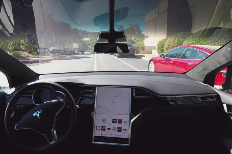 Tesla veut généraliser la voiture autonome