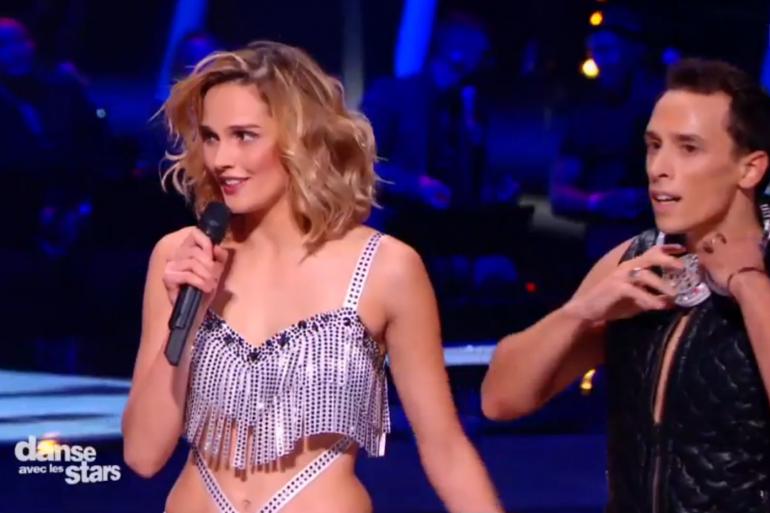 """Camille Lou a livré une prestation sensuelle pour ce second prime de la nouvelle saison de """"Danse avec les stars""""."""