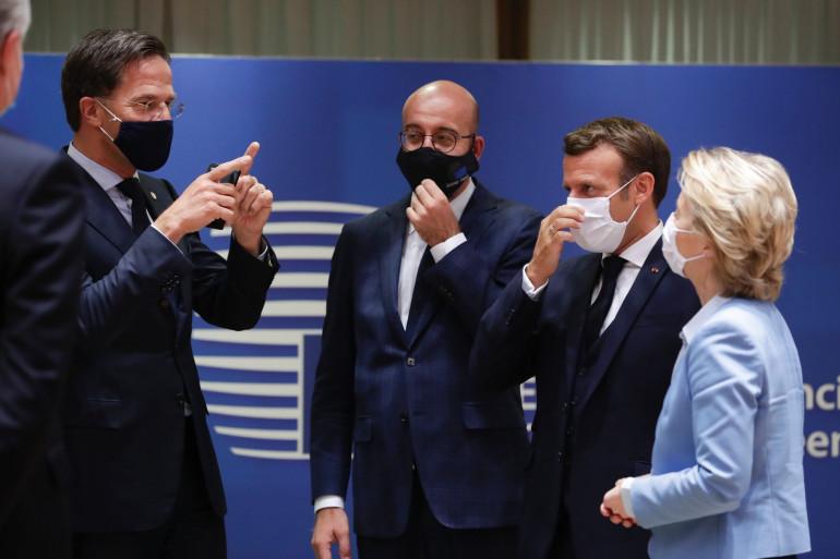 Emmnanuel Macron pendant le sommet européen pour un plan de relance économique suite à l'épidémie de coronavirus.