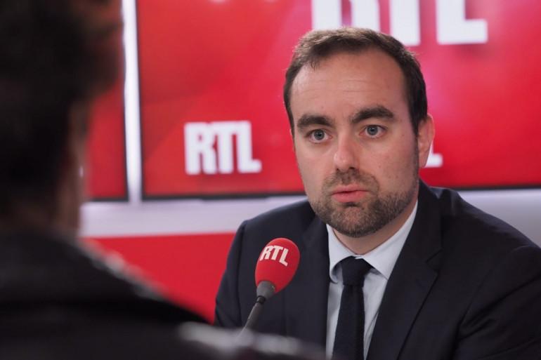 Sébastien LECORNU, ministre des Outre-mer (LREM, ex-LR). Proche de Bruno Le Maire, Sébastien Lecornu a co-fondé une entreprise de communication en 2013. Il a eu plusieurs mandats locaux en Normandie.