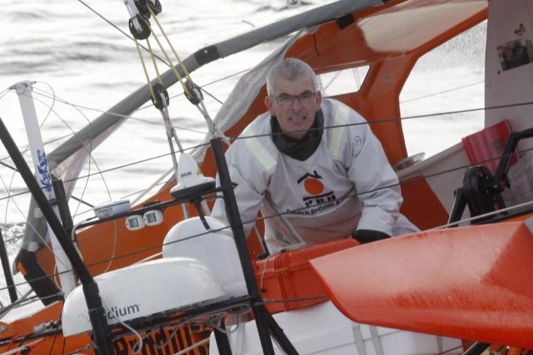"""Vincent Riou barrant son voilier """"PRB"""" sur le Vendée Globe en 2012"""