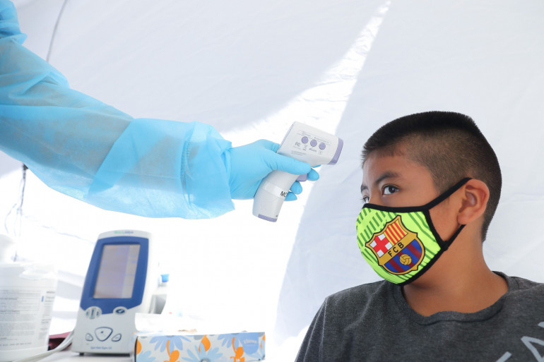 Un enfant qui se fait dépister au coronavirus à Los Angeles, le 15 juillet 2020