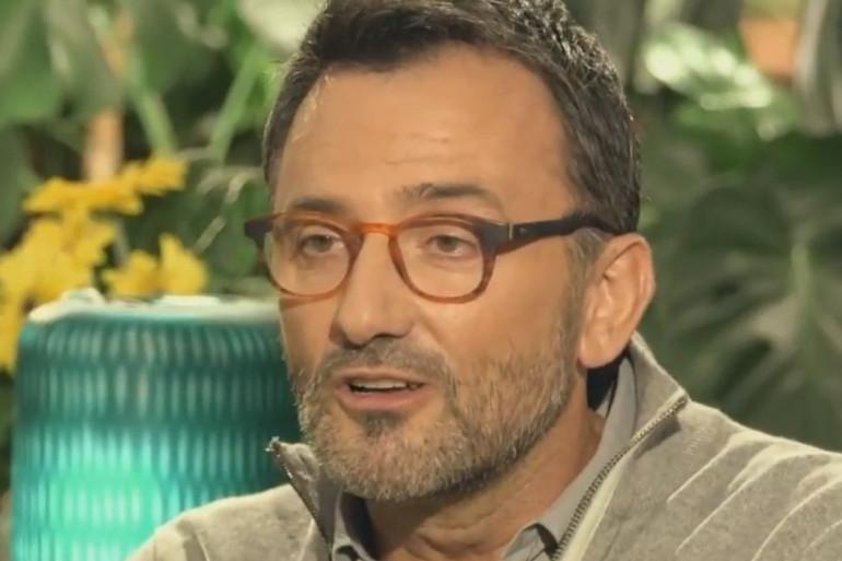 """Frédéric Lopez fait son coming-out dans """"Mille et unes vies"""""""