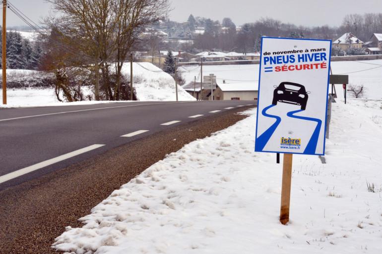 Faut-il rendre la pose obligatoire de pneus neige à l'approche de l'hiver ?