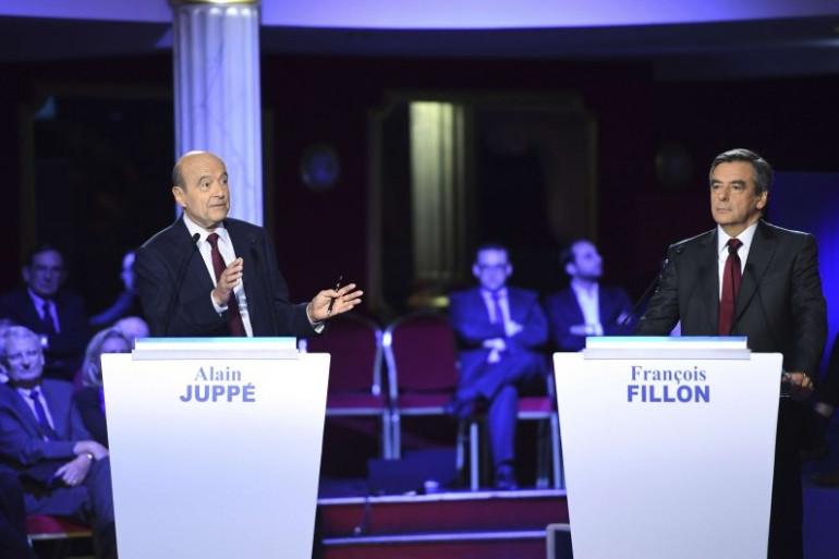 Alain Juppé et François Fillon lors du deuxième débat télé de la primaire de la droite, le 3 novembre 2016