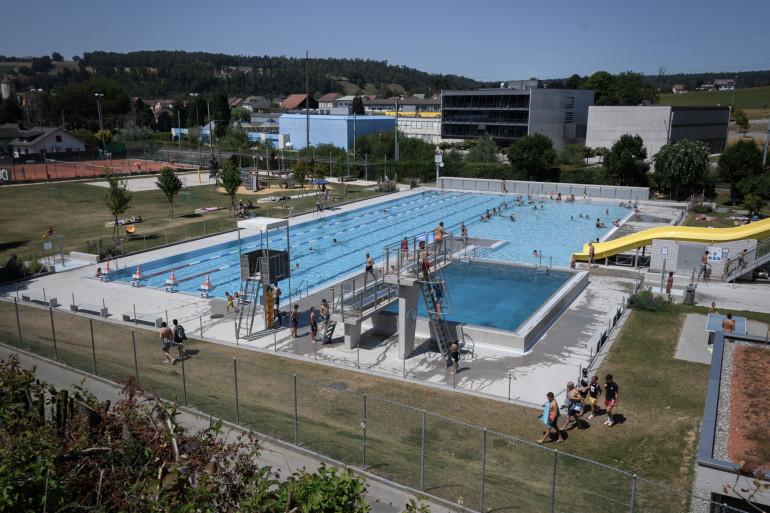 La piscine municipale de la commune suisse de Porrentruy a été interdite aux résidents français à compter du 30 juillet 2020.