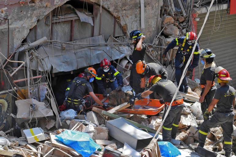 Des secouristes dans les décombres de Beyrouth, le 6 août 2020