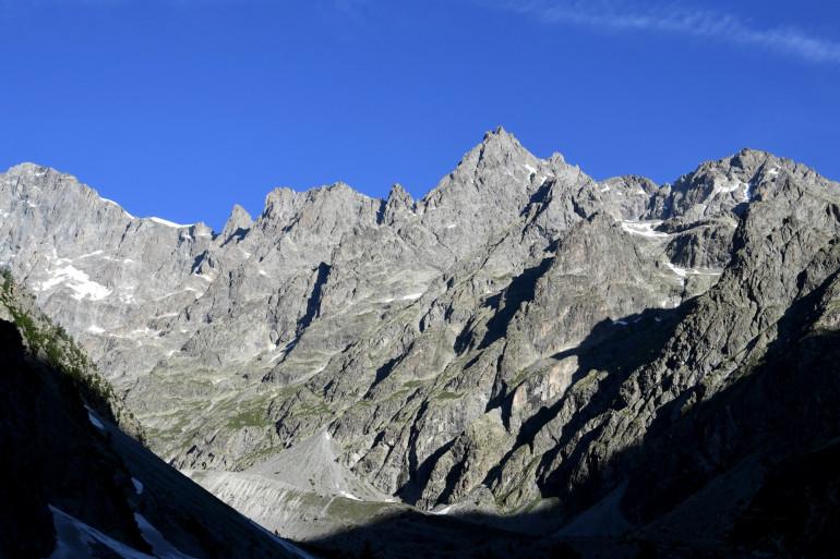 Le massif des Écrins à 1.870 mètres d'altitude, pris en photo le 16 juin 2017 (Hautes Alpes)