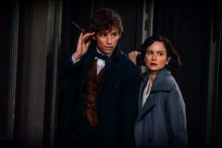 """Eddie Redmayne et Katherine Waterston incarnent les deux sorciers principaux des """"Animaux Fantastiques"""""""