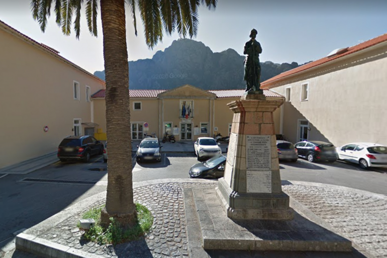 La mairie d'Ota, en Corse-du-Sud.