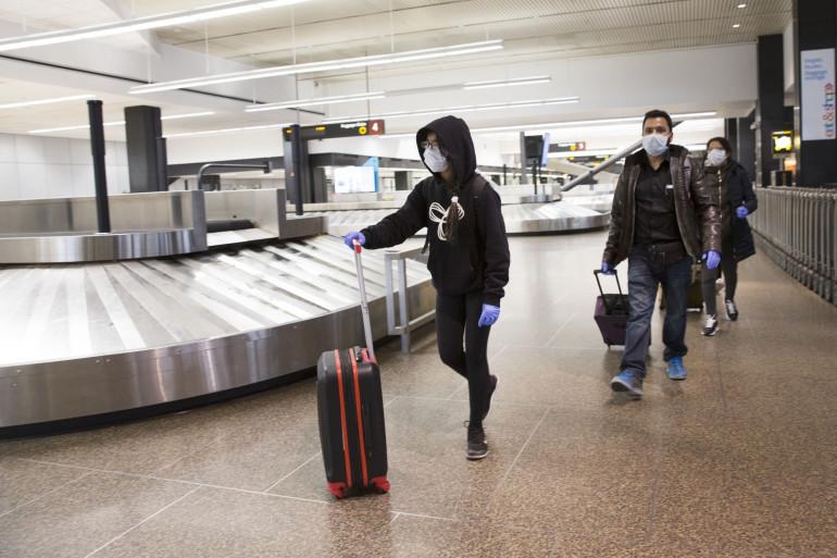 Des personnes masqués à l'aéroport de Seattle, le 8 mars 2020 (illustration)