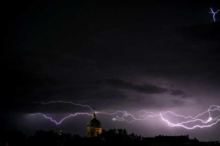 Des éclairs lors d'un épisode orageux (illustration)