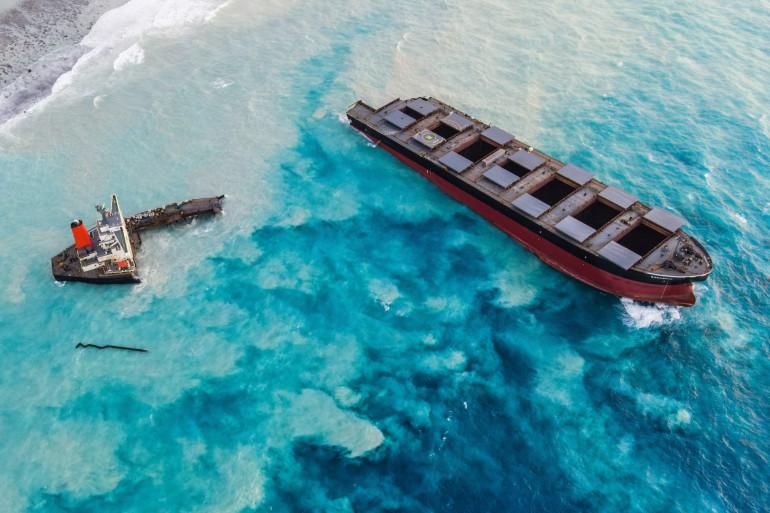 Le vraquier MV Wakashio échoué à l'île Maurice