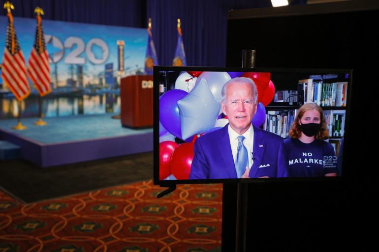 Le candidat démocrate à la présidentielle 2020 et ancien vice-président Joe Biden réagit après avoir remporté les votes pour devenir le candidat à la présidence du Parti démocrate, le 18 août 2020.