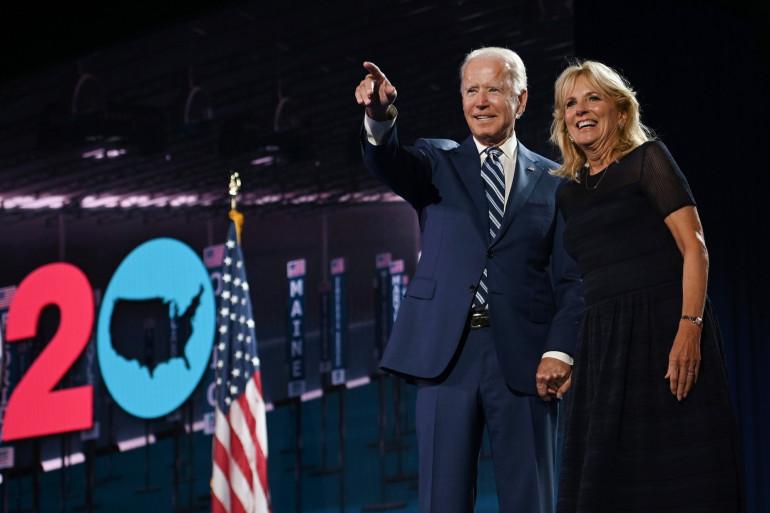 Joe Biden, accompagné de sa femme, Jill Biden