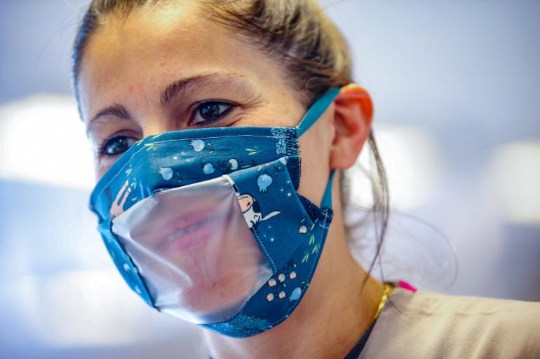 Les masques transparents sont déjà commercialisés en France
