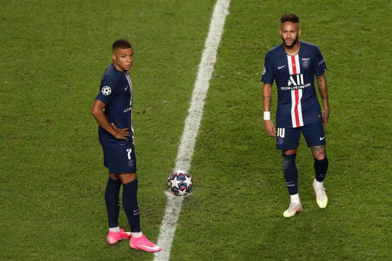 Mbappé et Neymar perplexes basse à Lisbonne le 23 août 2020