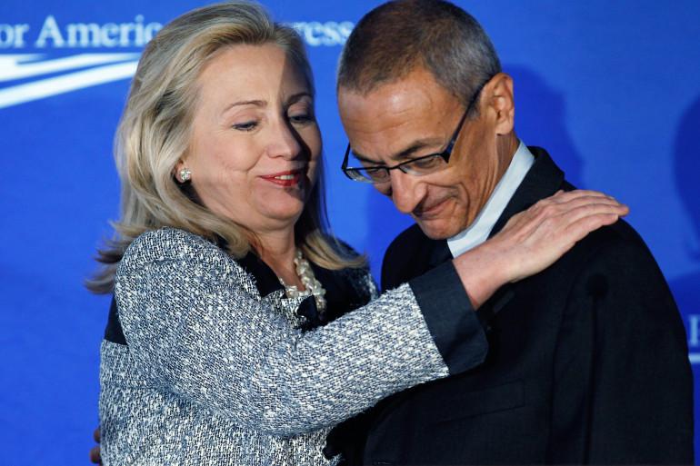 Hillary Clinton et John Podesta, le 12 octobre 2011