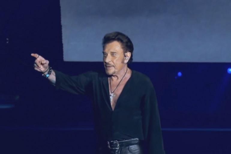 """Johnny Hallyday reprend """"Quelque chose de Tennessee"""""""