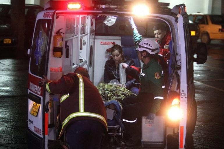 Les secours interviennent lors du crash de l'avion en Colombie le 29 novembre 2016