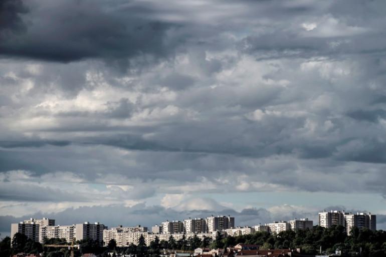 La météo chargée de nuages (illustration)