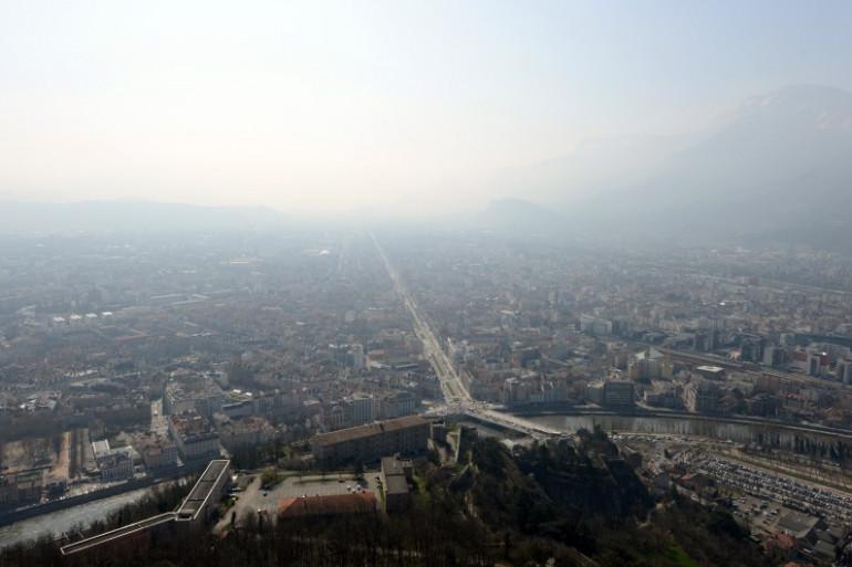 Grenoble sous la pollution le 14 mars 2014.