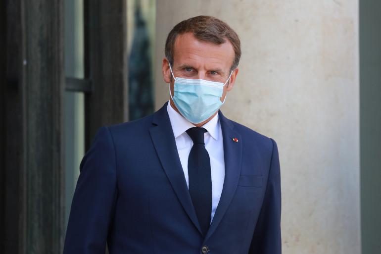 Le Président Emmanuel Macron le 26 août 2020 sur le perron de l'Élysée
