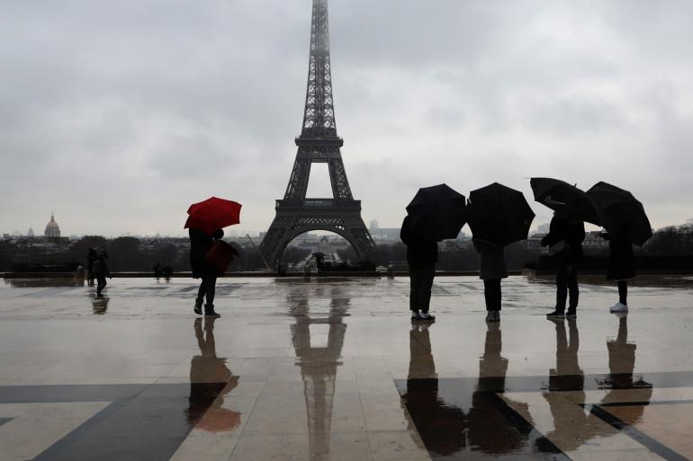 Paris sous la pluie (illustration)