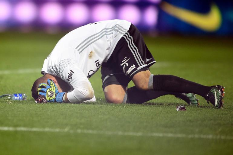 Anthony Lopes a été touché par des jets de pétards samedi 3 décembre lors de la rencontre Metz-Lyon