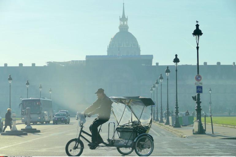 Les Invalides à Paris lors du pic de pollution en France, le 1er décembre 2016