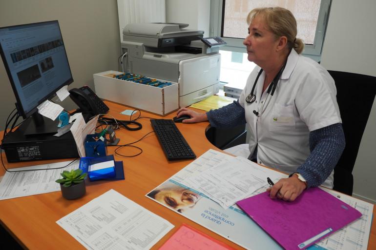 Isabelle Chenu, médecin gériatre, dans son bureau.