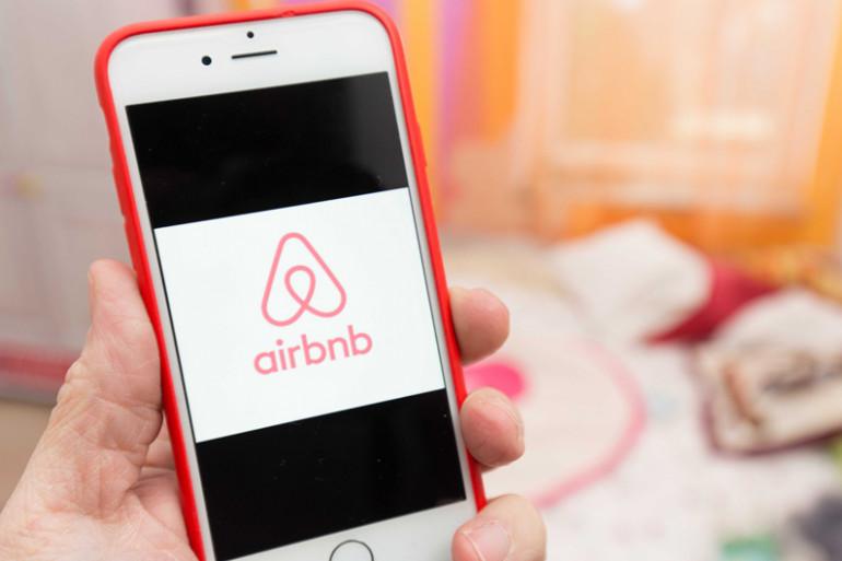 L'applicatiuon Airbnb sur un smartphone (illustration)