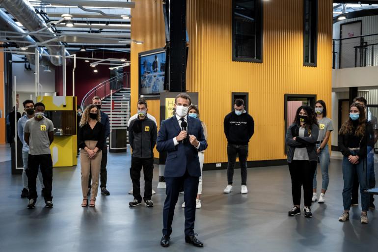 Emmanuel Macron en visite dans un lycée professionnel à Clermont-Ferrand