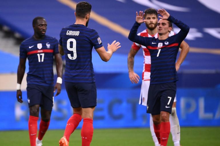 Olivier Giroud félicite Antoine Griezmann au Stade de France le 8 septembre 2020