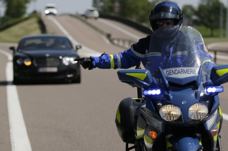 Une moto de gendarmerie sur l'autoroute, le 6 juillet 2013